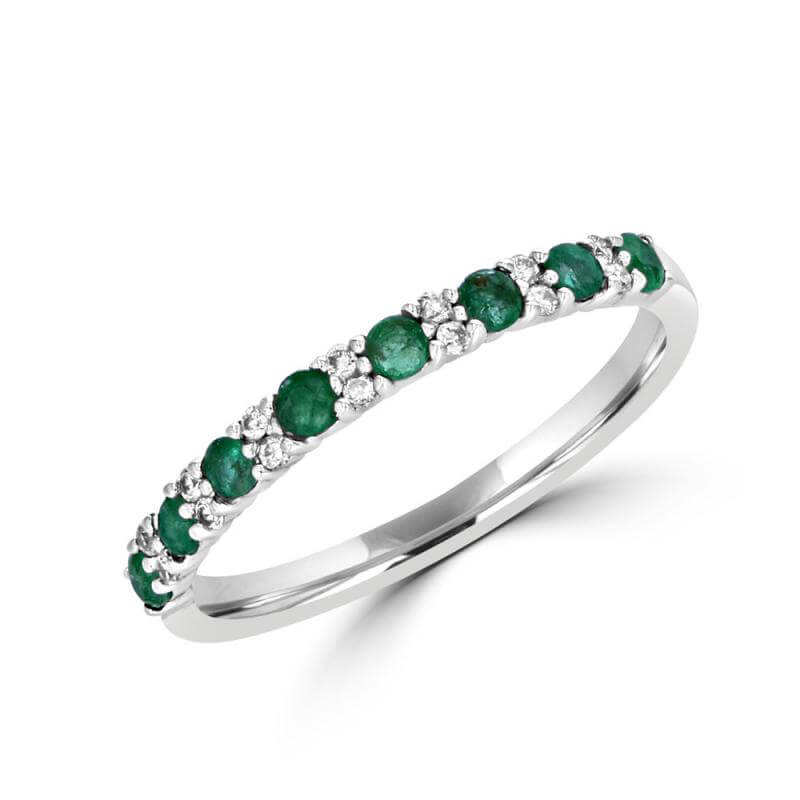 ROUND EMERALD AND TWO ROUND DIAMOND BAND RING