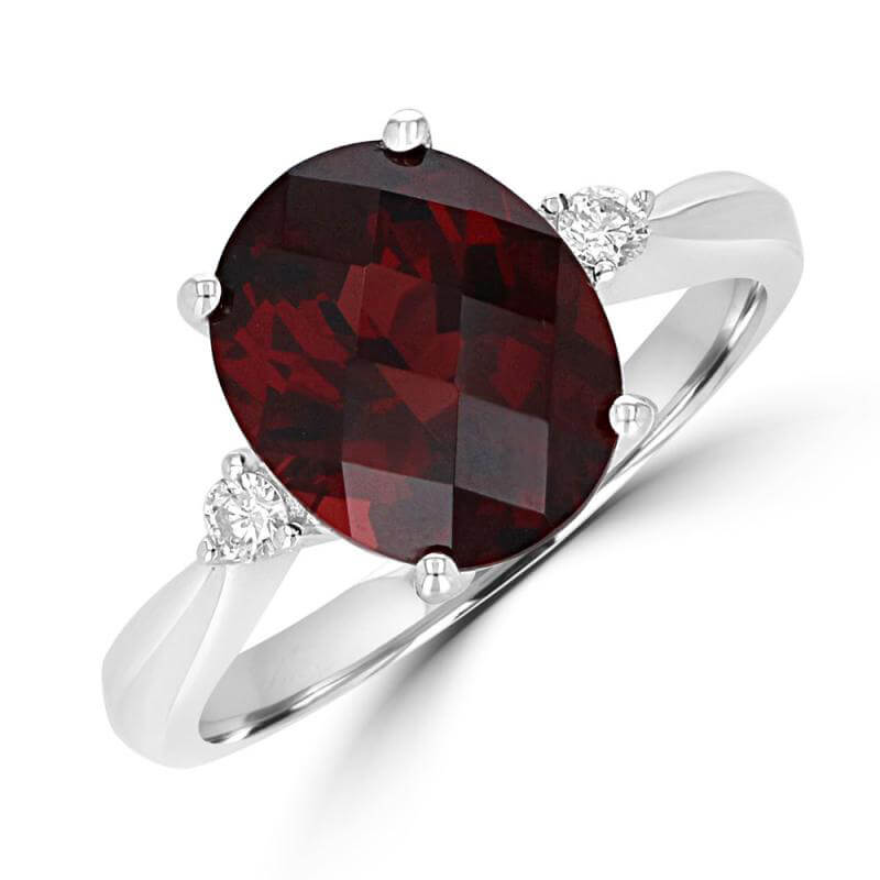 9X11 OVAL CHECKERED GARNET WITH ONE DIAMOND EACH SIDE RING
