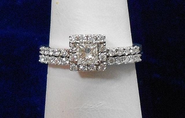 JCS524: 0.652ct tw diamond engagement ring and wedding band in 14kt white gold