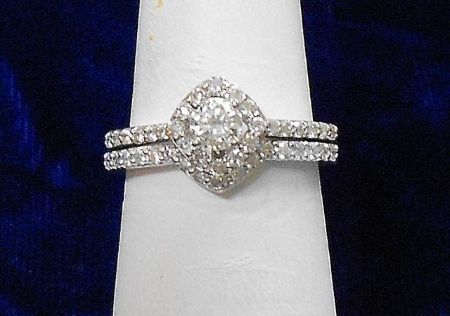 JCS525: 0.677ct tw diamond engagement ring and wedding band in 14kt white gold