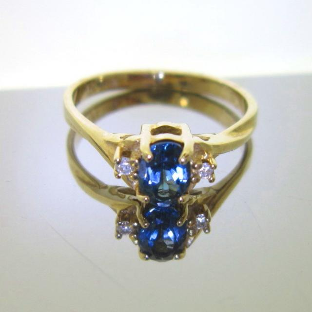 JCSJCS1379: This 10kt yellow gold made in the USA ring is set with a Blue Topaz gemstone. Blue is one of every womans favorite color. [we all wear blue jeans] Now at a fabulous price! SOLD
